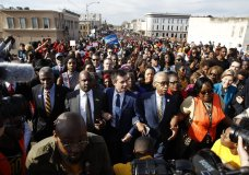 """Democratic presidential candidate and former South Bend, Ind. Mayor Pete Buttigieg, the Rev, Al Sharpton, Democratic presidential candidate Sen. Amy Klobuchar, D-Minn., center, and Democratic presidential candidate Sen. Elizabeth Warren, D-Mass., walk across the Edmund Pettus Bridge in Selma, Ala., Sunday, March 1, 2020, to commemorate the 55th anniversary of """"Bloody Sunday,"""" when white police attacked black marchers in Selma. (AP Photo/Patrick Semansky)"""