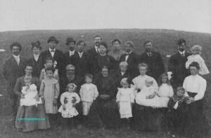 Vukubygger som har utvandret til Amerika. Familien Enget fotografert i Power Lake Nord-Dakota i 1909.