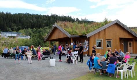 Kaffesalg i regi av Trods skotthyllklubb ved servicebygget på Orsanden camping