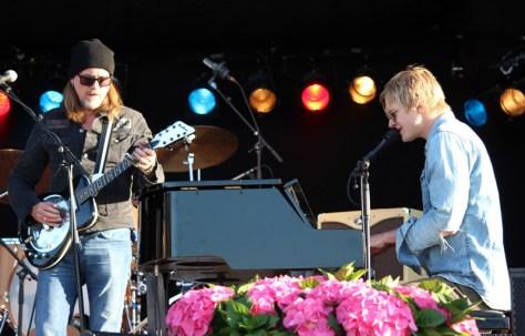 Gitarist Bjørn Berge og Odin Aarvik Staveland, slagverk og piano