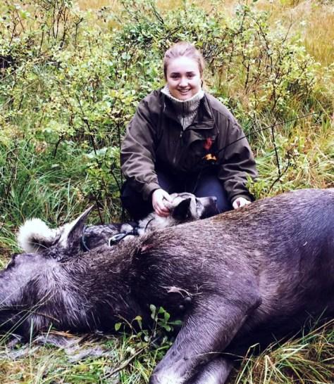 Første elgfall for Oda Hollingsæter. Foto: Bjørn Hollingsæter