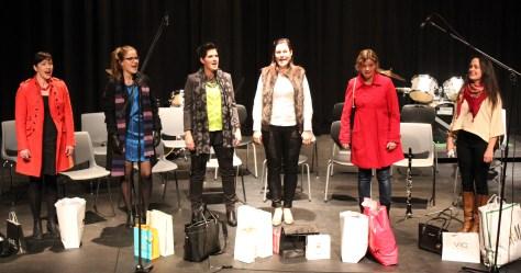 Frøken II Strøken. Shoppingdamer med shoppingposer og shoppingsang!