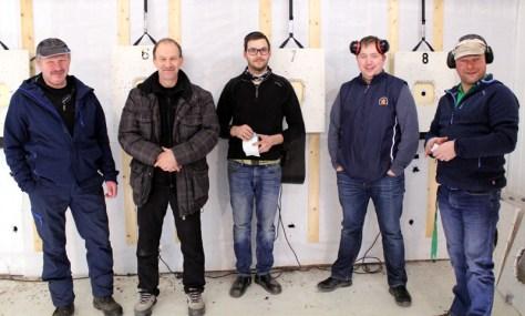 En lystig gjeng instruktører på skyteskolen til Frosta Skyttarlag, fra venstre: Bjarne Ulvik, Karl-Jostein Olsen, Dag Rune Faanes, Bjørnar Ulvik og Frank Dahl