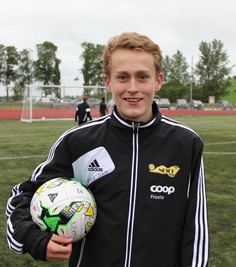 Jesper Einarson Berg - vinner av straffespark-konkurransen under Årets fotballdag. Klar til ny dyst søndag sammen med Neset G16