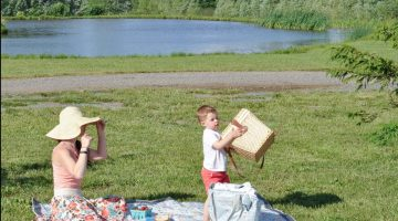 Strawberry Picking and a Picnic at the Farm + Diaper Bag Essentials for a Fun Toddler Playdate