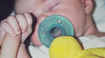 Newborn holding finger -- Misty Nelson son Brady mommyblogger frostedmoms.com @frostedevents