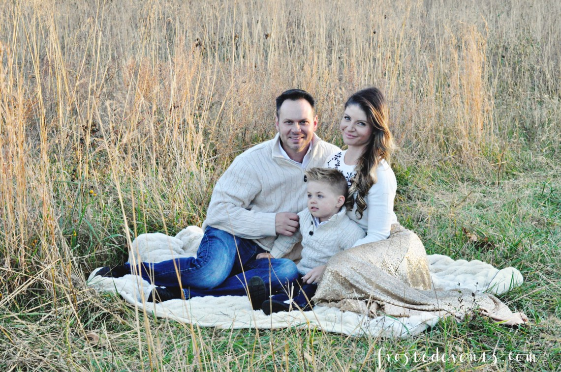 Family Christmas Pictures and Holiday Card Ideas via Misty Nelson frostedMOMS @frostedevents