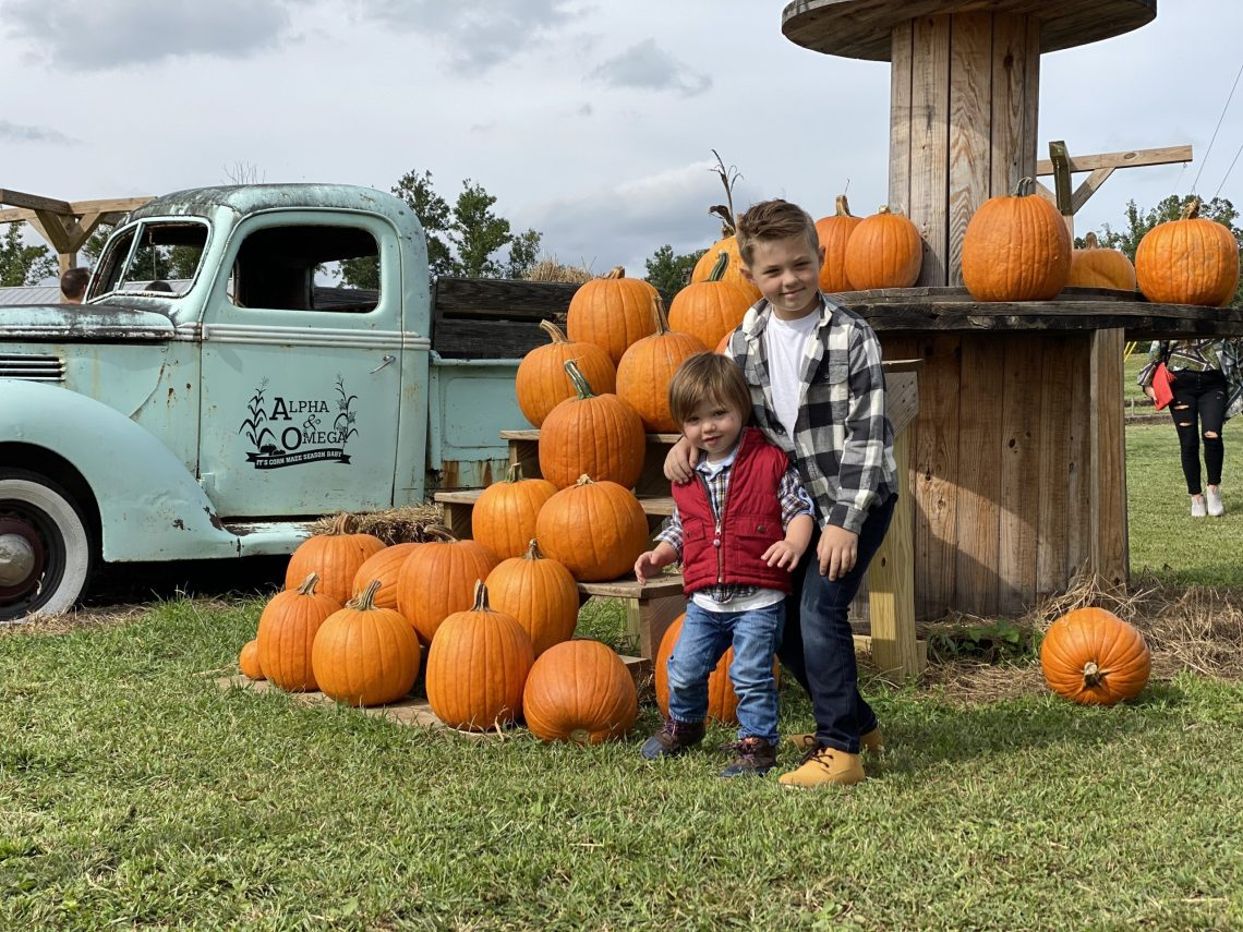Corn Mazes in NC - Pumpkin Patches and Fall Things to Do - North Carolina - Alpha and Omega - fall family photos