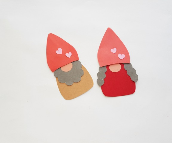 gnome papercraft with hats on