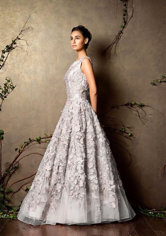 63cb652a018 11 Sisters-of-the-bride outfit styles you will love this wedding ...