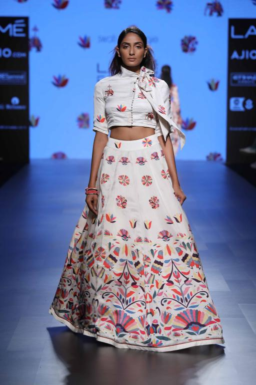 Trendy summer outfits LFW 2017