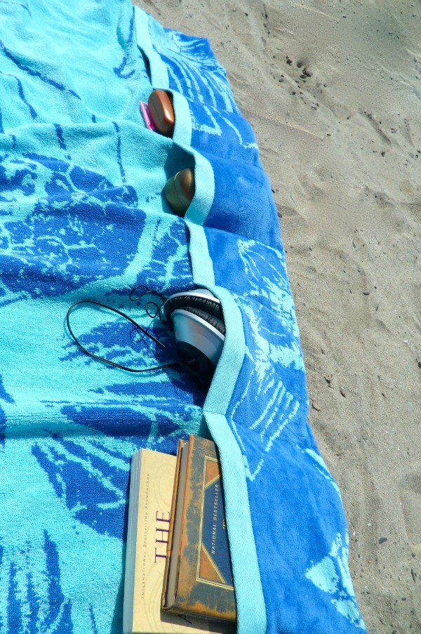 beach-towel-pockets-smaller