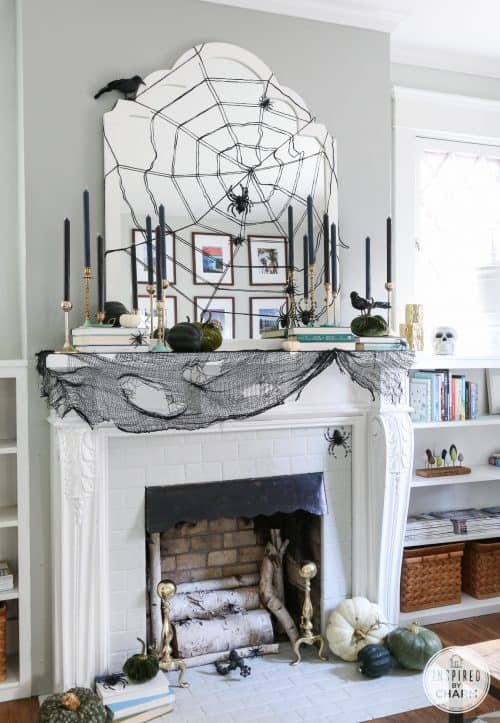 stylish-halloween-mantel-decor