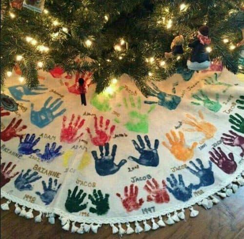 handprint-tree-skirt