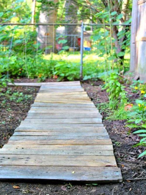 Garden Wood Pallet Walkway
