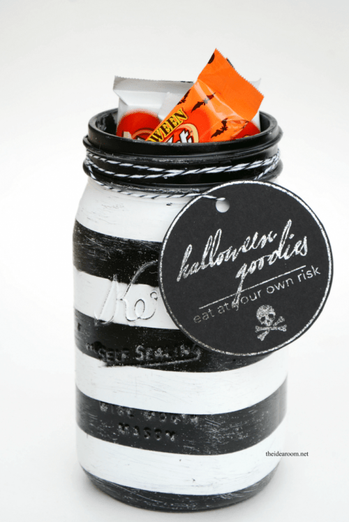 Mason Jar Gift Halloween Treats in a Jar