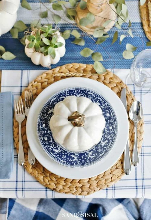 Blue Thanksgiving Place Setting & Table Decor Ideas