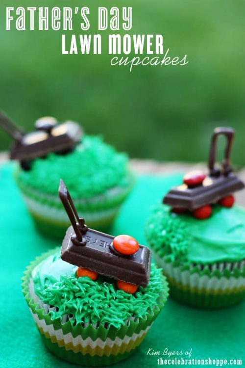 Hershey bar with M&Ms that looks lik ea lawn mower on a cupcake