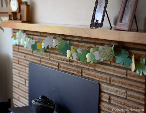This is an easy kids project for St. Patrick's Day. Make your own Shamrock Garland with the free template you can download.