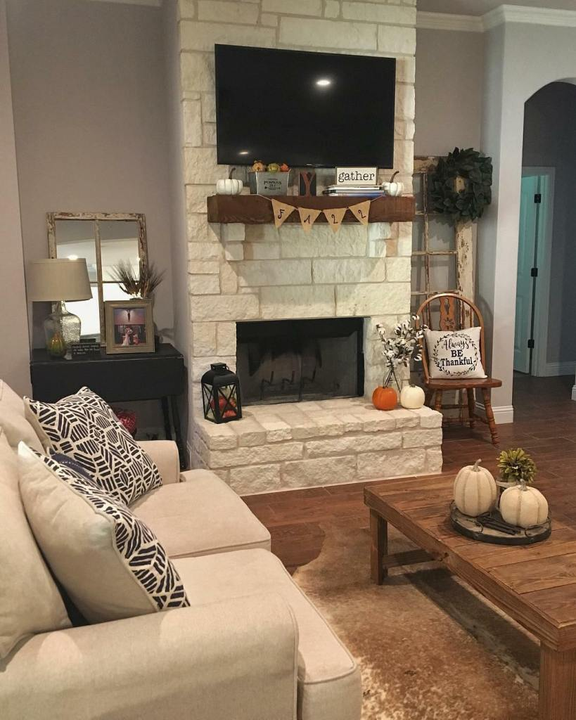 Fall Home Tour, Simple Fall Decor, Home Tour 2018, Farmhouse Living room, Fall living room deocor, black and white decor