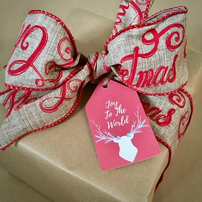 Rustic Chic Gift Wrapping On A Shoestring Budget & Printable Tags