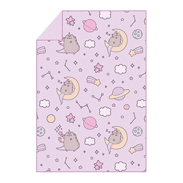 Pusheen blanket - Pusheen Gift Guide