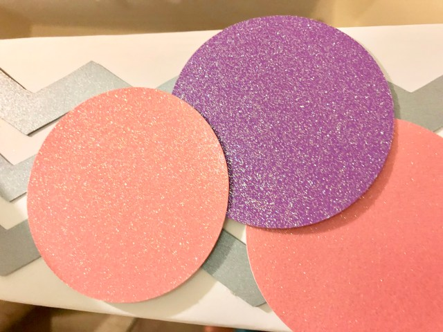 Glitter dots on party photo frame - Pretty Pusheen & Cupcake Party Ideas