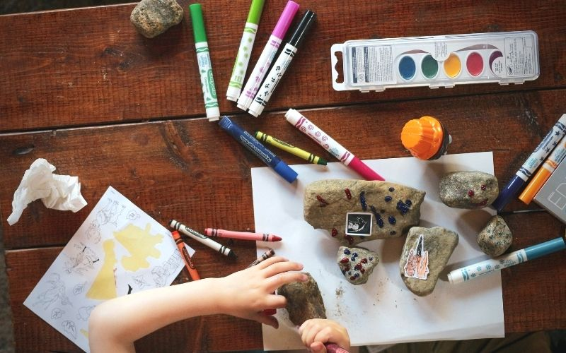 Frugal Ways To Keep Kids Busy – 40 Cheap Ideas