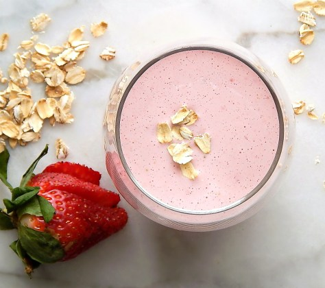 Strawberry Cream Oatmeal Smoothie