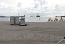 Strand von Sint Maarten, Segelschiff Mercedes im Hintergrund