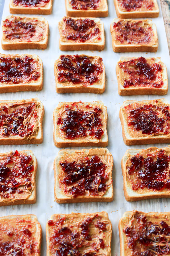 Super easy time saving lunch idea for kids! Save time in the morning with make ahead peanut butter and jelly sandwiches and freeze them for later!