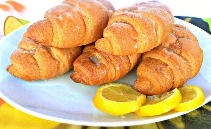 Lemon cheesecake crescent rolls