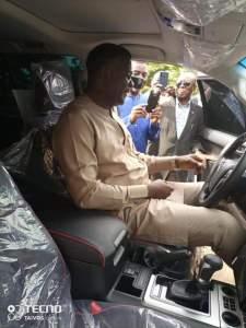 Bishop David Oyedepo, Winners chapel pastor recieves car gift