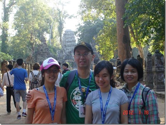 angkor-wat-family_thumb.jpg