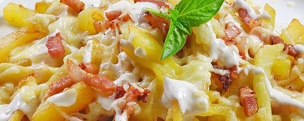 Patatas Foster's con queso y bacon