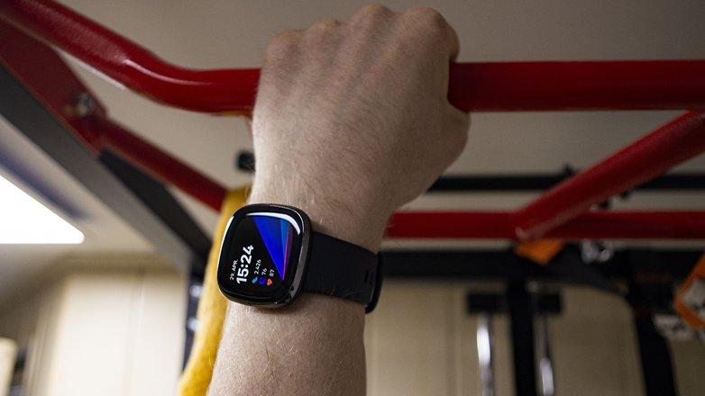 NextPit fitbit sense heart rate