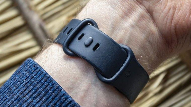 NextPit fitbit sense wristband