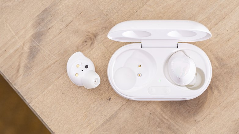 AndroidPIT samsung galaxy buds plus back