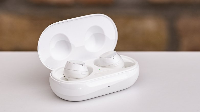 AndroidPIT samsung galaxy buds plus case open