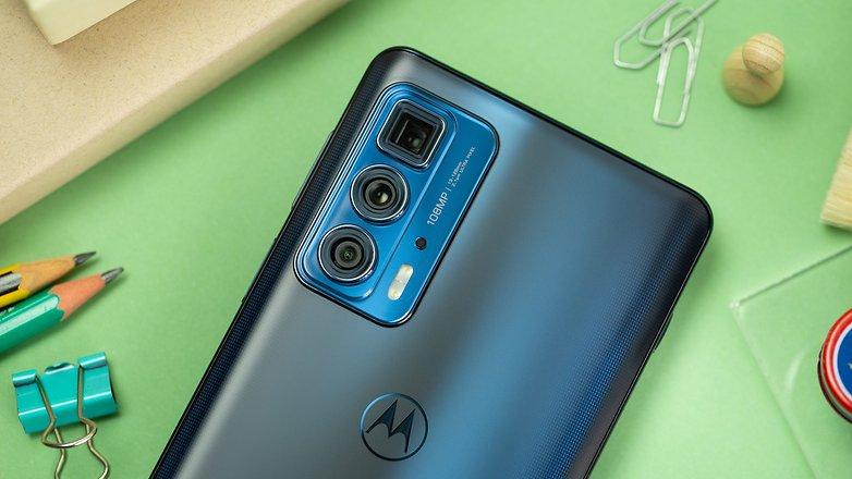 Motorola Edge 20 Pro review: Comeback of the year! | NextPitMy