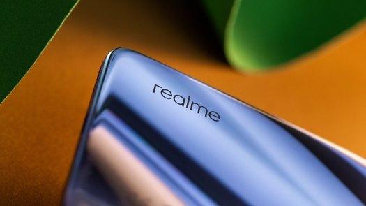 AndroidPIT Realme X50 logo detail