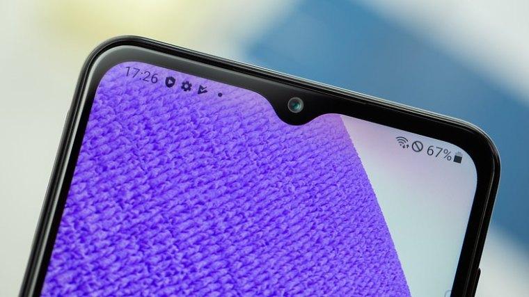 NextPit Samsung Galaxy A32 front camera