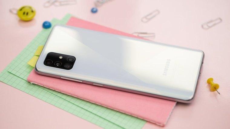 NextPit Samsung Galaxy A51 back