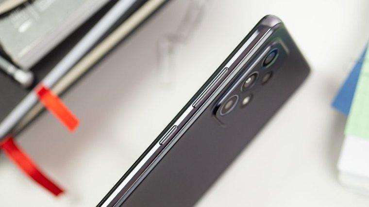NextPit Samsung Galaxy A52 side