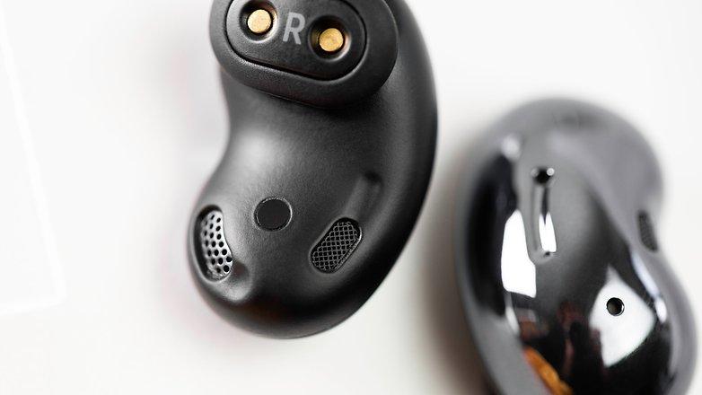 NextPit Samsung Galaxy Buds Live inside headphones