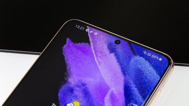NextPit Samsung Galaxy S21 Plus front camera