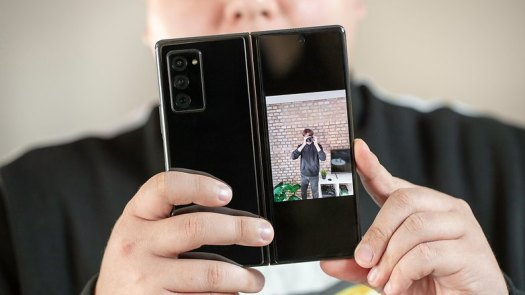 NextPit Samsung Galaxy Z Fold 2 selfie