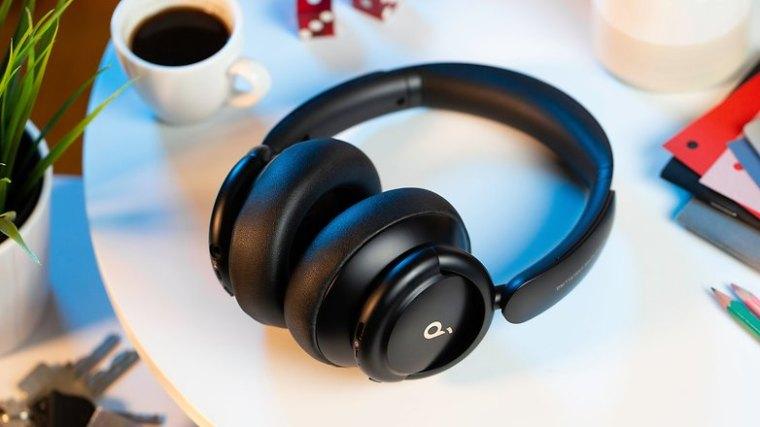 NextPit Soundcore Life Q30 headphones