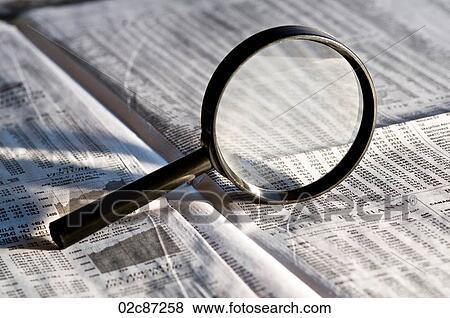 Εικόνα - μεγεθυντικός φακός, δίνω φώς, επένδυση, αγροτικά ζώα αναφέρω, μέσα, επιχειρησιακός τομέας, από, εφημερίδα.. Fotosearch - Αναζήτηση φωτογραφιών, εικόνων, εκτυπωμένων φωτογραφιών και εικόνων Clipart