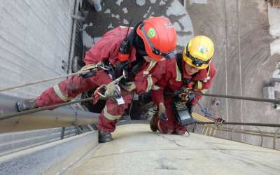 Service On the Extremes: Rope Access Technician Leslie Poulson
